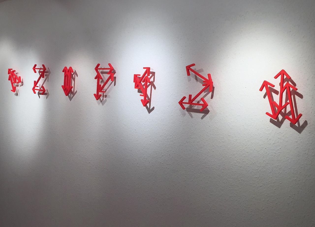 o.T.(Multipfeile),2017,JahresgabeKunstforumGM,MDF,Tagesleuchtfarbe,Acrylfarbe_je_ca.20x14x2cm_3